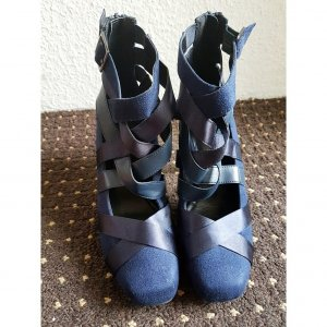 Dunkelblaue hohe Schuhe