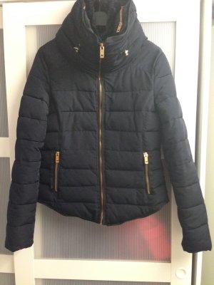 Dunkelblaue Jacke von Zara