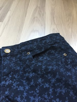 Dunkelblaue Jeans mit Blumenprint