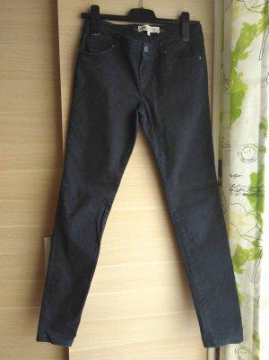 Dunkelblaue Jeans mit leichtem Aztekenmuster