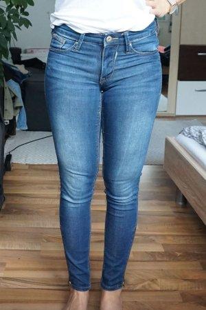 dunkelblaue Jeans mit Reißverschlüßen