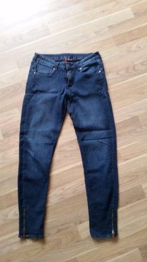 Dunkelblaue Jeans Slim