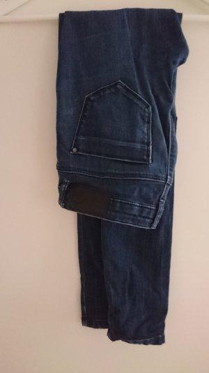 Dunkelblaue Jeans zu verkaufen