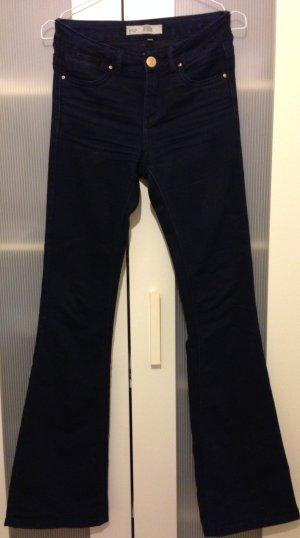 Dunkelblaue Jeansschlaghose von Topshop Flare Jeans 70s