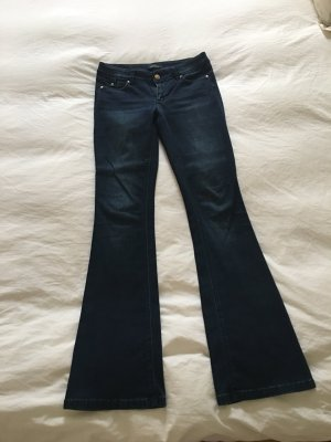 dunkelblaue Jeansschlaghose White House Black Market