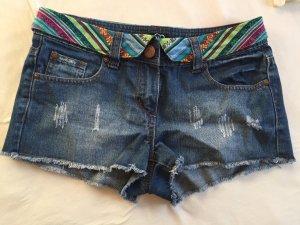 Dunkelblaue Jeansshorts mit Details