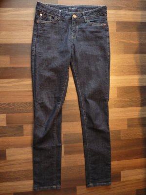 dunkelblaue klassische Jeans