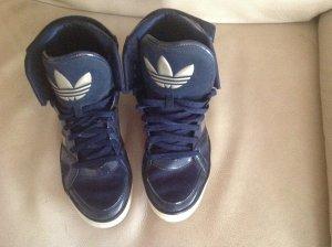 Dunkelblaue, knöchelhohe Adidas, Lackleder, Gr. 40/41