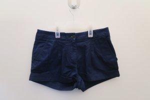 Dunkelblaue kurze Shorts