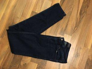 Dunkelblaue Levi's Jeans