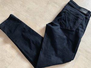 Dunkelblaue Levis Jeans