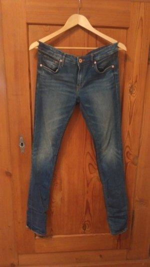 Dunkelblaue low-waist Jeans von H&M
