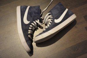 Dunkelblaue Nike Blazer MID