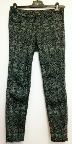 dunkelblaue Röhrenhose mit grauem Hasenmuster von Zara