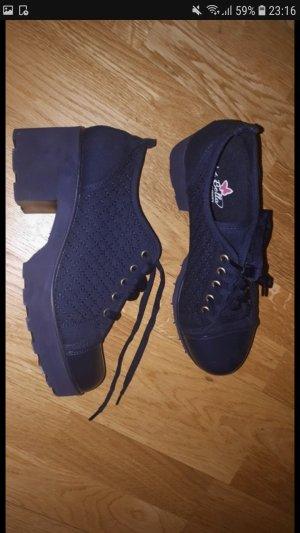 Dunkelblaue Schuhe