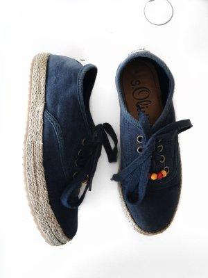 Dunkelblaue Schuhe mit Bastsohle