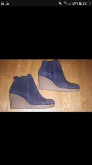 Dunkelblaue Schuhe mit Keilabsatz