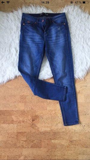 Dunkelblaue Skinny Jeans / Röhrenjeans