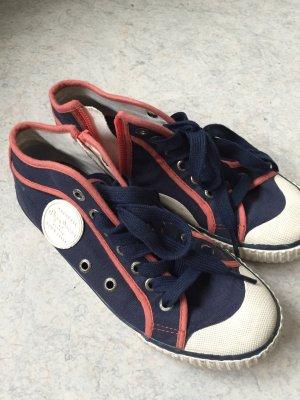 Dunkelblaue Sneakers