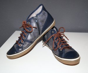 Dunkelblaue Sneakers von Esprit