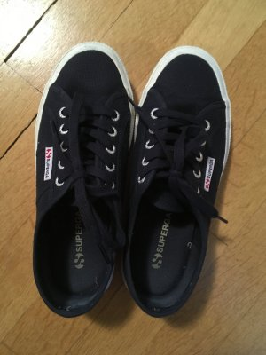Dunkelblaue Superga Sneaker