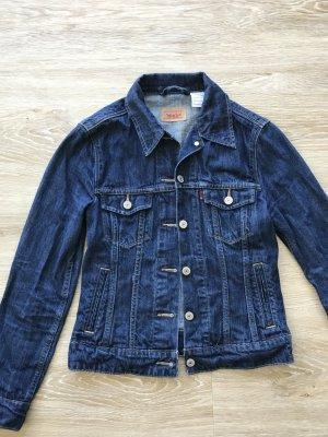 dunkelblaue taillierte Jeansjacke von Levi Strauss