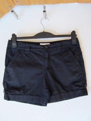 Dunkelblaue Turn-up-Shorts