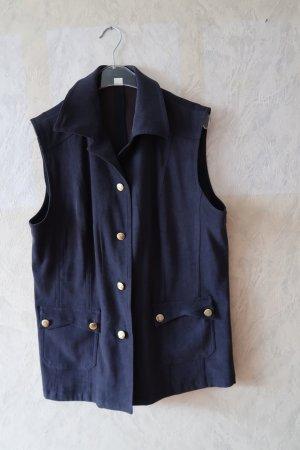 dunkelblaue Weste mit Taschen und Goldknöpfen