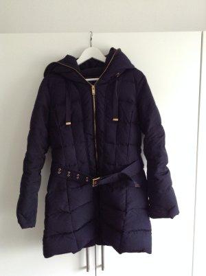 Dunkelblaue Winterjacke von Zara