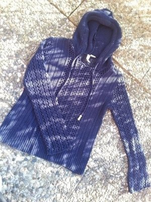 Dunkelblauer Kapuzen Pullover in Netzoptik