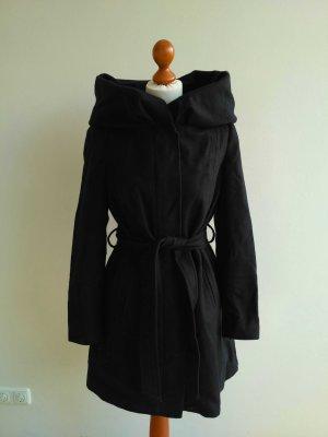 dunkelblauer Mantel mit weitem Kragen