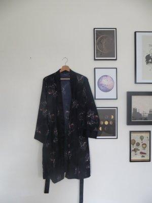 Dunkelblauer, nagelneuer Morgenmantel mit Pointillismus-Muster