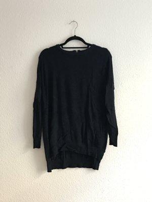 Dunkelblauer Pullover mir Zipper am Rücken