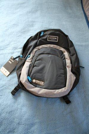 dunkelblauer Rucksack von Dakine Model Campus