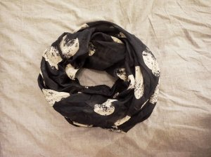 dunkelblauer Schal mit Herzmuster