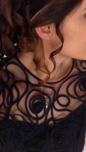 Dunkelblaues Abendkleid in Grösse S, 1xmal getragen. Sieht sehr schick aus
