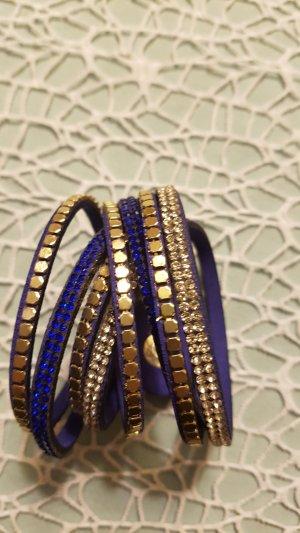 dunkelblaues Armband mit tollen Details