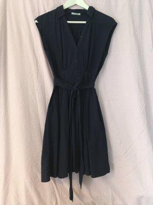 Dunkelblaues Hemdkleid mit Kragen von Promod