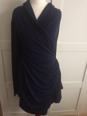 Dunkelblaues Kleid für jeden Anlass geeignet