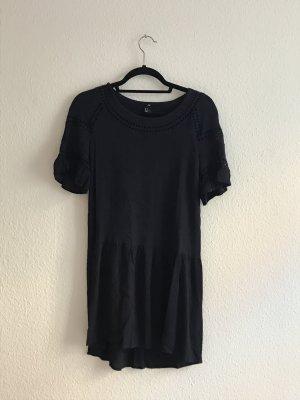 Dunkelblaues Kleid mit Cut Outs