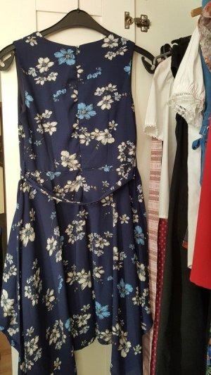 Dunkelblaues Kleid mit floralem Muster von Yumi
