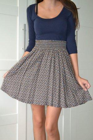 Dunkelblaues Kleid mit gemustertem Rock von H&M in XS