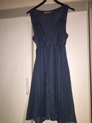 Dunkelblaues Kleid mit Glitzer