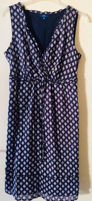 Dunkelblaues Kleid mit Muster