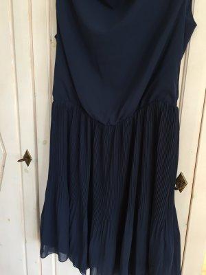 Dunkelblaues Kleid mit Plissee-Rock