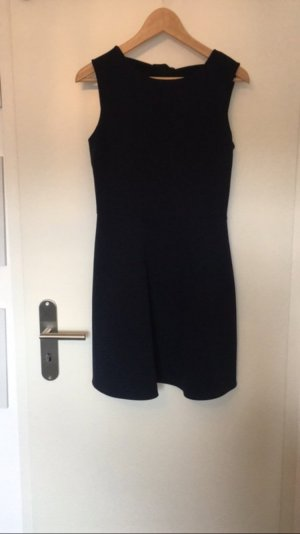 Dunkelblaues Kleid mit Schleifen