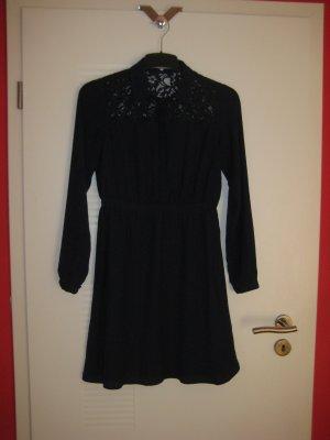 Dunkelblaues Kleid mit Spitzeneinsatz