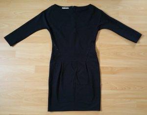 Dunkelblaues Kleid von Stefanel.