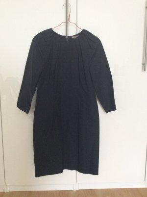 Dunkelblaues Kleid von Uterqüe