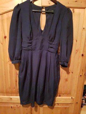 dunkelblaues kurzes kleid mit ausschnitt